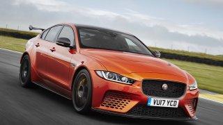 Nový král mezi sedany. Parádní Jaguar XE SV Project 8 je nejrychlejší