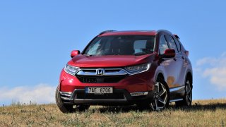 Honda CR-V nabízí místo na nohy jako Kodiaq a odstěhuje půl bytu. Škoda žravějšího motoru