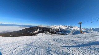 Bansko: bulharská lyžařská nirvána ve velehorách. Areál je tak veliký, že vy i vaše lyže zabloudíte!