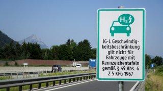 Rakousko zvýhodňuje elektromobily výrazně vyšší rychlostí na dálnicích. Nově to mohou využít i Češi