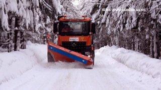 Téma: Zimní údržba silnic, test sypače s radlicí
