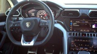 Lamborghini Urus - interiér 1