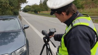 Policisté v neobvyklém dopravním prostředku kontrolovali, jak se řidiči na D1 (ne)věnují řízení