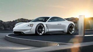 První sportovní elektromobil Porsche se jmenuje Taycan