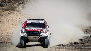 Fernando Alonso testuje Toyotu Hilux 2