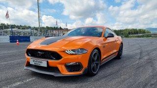 Ford Mustang Mach 1 na okruhu ukázal skvělé manuální řazení a silný motor. Závoďák to ale není