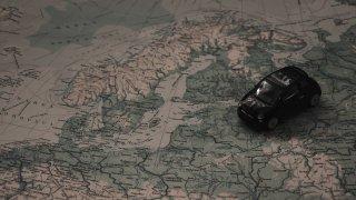 Koronavirus vrací železnou oponu. Češi nesmějí od soboty jezdit autem do spousty zemí