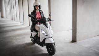Italové představili nový elektrický skútr Piaggio 1. Ujede 85 kilometrů a stojí od 79 900 korun