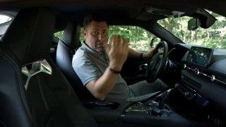 """Ve sportovních autech přibývají elektronické """"hračky"""" pro řidiče. Třeba monitoring výkonu"""