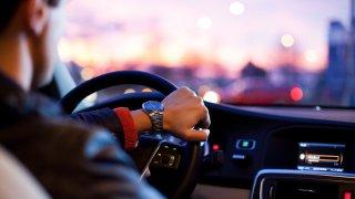 Nový bodový systém cílí na mladé řidiče. Seniorů se změny nijak nedotknou