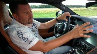 Sporťák Jaguar F-Type umí ohromit detaily a stylem. Show začne už před jízdou