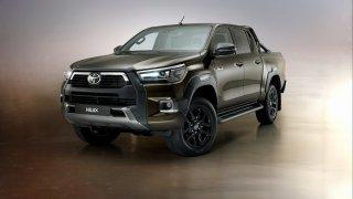 Inovovaná Toyota Hilux dostala silnější naftový motor a komfortněji naladěný podvozek