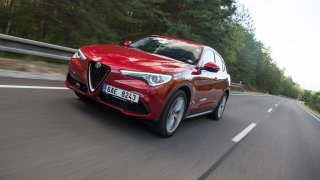 Alfa Romeo Stelvio se na českých silnicích neztrat
