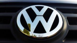 I přes těžké ztráty ve druhém čtvrtletí se koncern VW chce letos udržet v zisku. Řekl to akcionářům