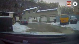 Se zadokolkou na sněhu policejní hlídce nezmizel. Ohrozil několik lidí včetně malých dětí