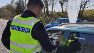 Za řízení pod vlivem alkoholu lze přijít o řidičák, i když vás chytí mimo auto. Stačí mít důkazy