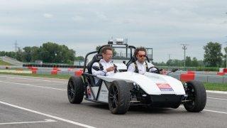 Slováci vyvinuli vlastní autonomní vozidlo. Projekt Slovenské technické univerzity už zkoušel i ministr