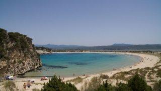 Co je u moře lepší? Divoká pláž, organizovaný kemp