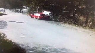 Otočil fabii i při minimální rychlosti na střechu. Řidič ze Zlínska se ukázal na prázdném parkovišti