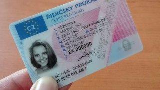 V Polsku zavádí elektronické řidičáky. Podle českého ministerstva je takový systém zbytečný a drahý