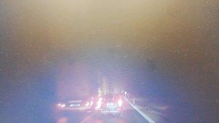 Šílené předjíždění českého řidiče kamiónu zachytila kamera v autě. Policie ho díky záznamu vypátrala