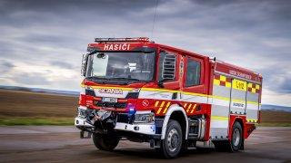 Nový design hasičských aut se testuje na cisterně plné vychytávek. Tohle si hasiči fakt zaslouží!