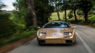 Cesta zpět do roku 1990: Ikonické Lamborghini Diablo letos slaví 30 let a projelo se Toskánskem