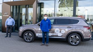 České automobilky dál pomáhají v boji s COVID-19. Škoda auta daruje, Hyundai půjčuje
