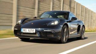 Řídili jsme Porsche Cayman, které nemá ani tempomat. Ale kdo ho potřebuje, když je tak skvělé