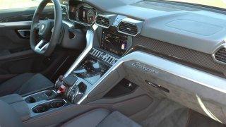 Lamborghini Urus - interiér 3
