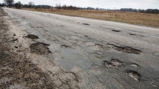 Známe nejhorší silnice Česka. Smutný vítěz je znovu z Prahy