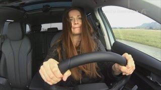 Klára Jandová vyděsila za volantem Škody Enyaq iV Terezu i mužské konkurenty. Získá i vaše hlasy?