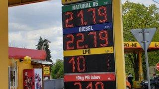 Litr benzinu za méně než dvacet korun je málo reálný. Čerpací stanice by téměř nic nevydělaly