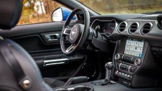 Ford Mustang interiér 30