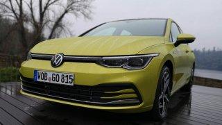 Auta velikosti VW Golf se stále dají pořídit pod 300 tisíc korun. Deset se jich vejde do 400 tisíc