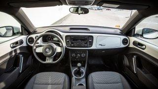 Volkswagen Beetle 1.2 TSI interiér 4