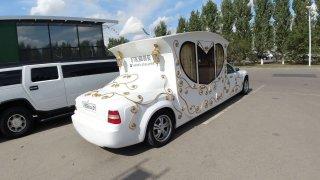 Nejšílenější napodobenina Rolls Royce. Zkřížili ho s kočárem!