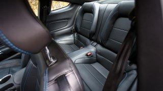 Ford Mustang interiér 14