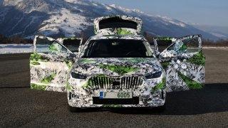 Nová Škoda Fabia bude obr. Do šířky přeroste Octavii II, kufrem trumfne Ford Focus nebo Opel Astra