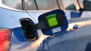 Do nových škodovek není možné natankovat špatné palivo. Mají v nádrži speciální vychytávku