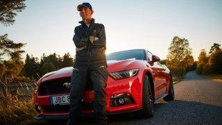 Téměř stoletý Švéd si koupil Mustanga 1