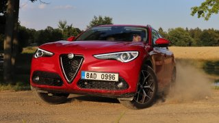 Test naftové Alfy Romeo Stelvio: Málokteré SUV se může chlubit takovým podvozkem, ale neumí česky