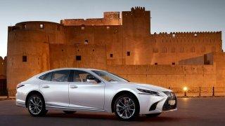 Pětice luxusních limuzín 4x4 s cenovkou do tří milionů