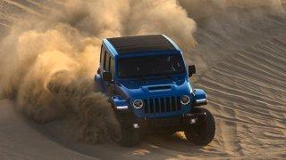 Jeep Wrangler Rubicon dostal 470 koní a motor HEMI V8 o objemu 6,4 litru. V terénu je ještě lepší
