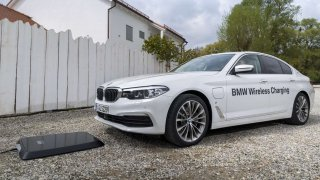 Nabíjení má být snazší než natankování. BMW nabídne Wireless Charging.