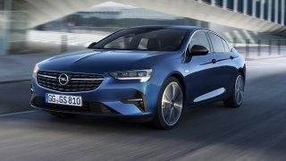 Modernizovaný Opel Insignia nabídne úspornější motory, uhlazenější design a inteligentní světlomety