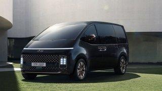 Až 11 míst, velký turbodiesel, kempingová verze a kosmický design. Hyundai Staria je plný překvapení