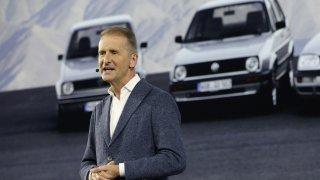 Šéf Volkswagenu Diess: Elektromobily není nutné zlevňovat, stačilo by zdražit naftu