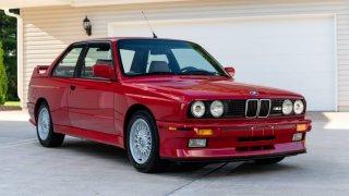 Ikonické BMW M30 (E30) z roku 1988 bylo v americké aukci prodáno za absolutní nesmysl. Nebo ne?