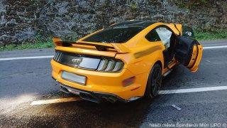 Nehoda Ford Mustang a Škoda Rapid
